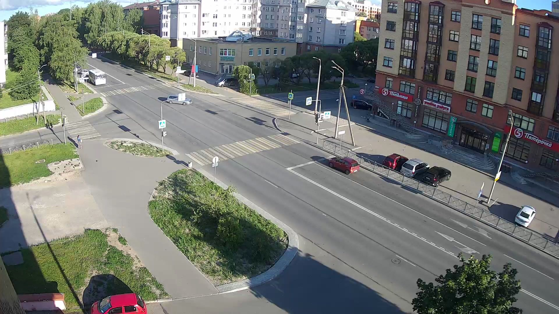 Webcam crossroad Rijskogo and Narodnoy, Pskov, Russia
